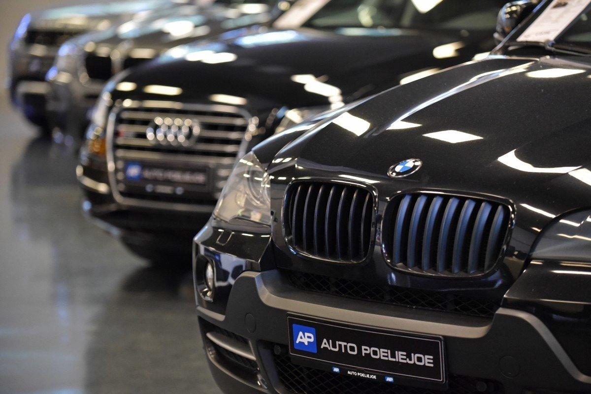 Tweedehands Auto Garage : Bijzondere occasions bij autobedrijf poeliejoe autobedrijf in helmond